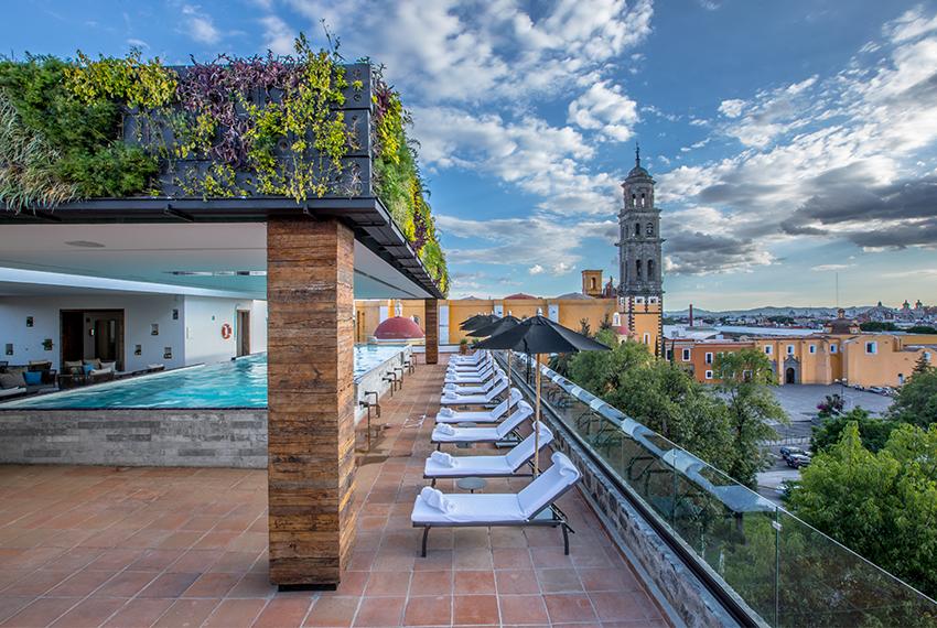 Terraza y piscina del Hotel Rosewood de Puebla